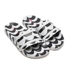 adidas Marimekko ADILETTE W CORE BLACK/FOOTWEAR WHITE/TEAM REAL MAGENTA GW7536画像